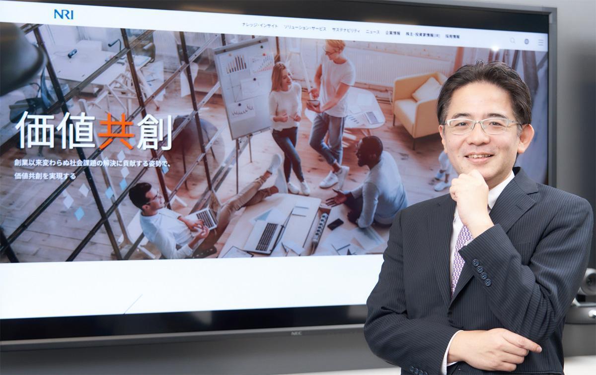 """「誰もが""""自らの意志で""""働く場所を選べる世界」を創っていくのは情報システム部門――デジタルワークプレイスで社員の生産性向上を支えるNRI 村田氏に聞く、情報システム部門の新たなミッション"""